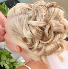 destination wedding hairstyles | For Wedding Dates in Tropical Climates, Don't Worry!