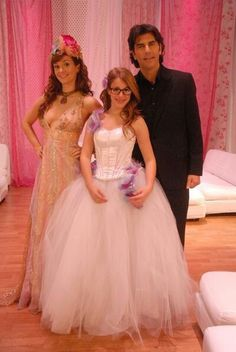 Patito y su familia Flower Girl Dresses, Prom Dresses, Formal Dresses, Wedding Dresses, Disney Channel, Newborn Shoot, Good Doctor, Tv Shows, Girly