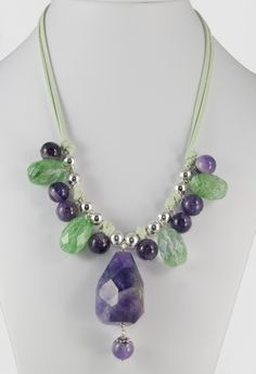 Silver necklace and ribbon with amethyst and green quartz (collar de ante y plata con amatistas y cuarzos verdes)
