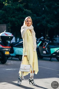 Charlotte Groeneveld before the Chloé fashion show. The post Paris SS 2019 Street Style: Charlotte Groeneveld appeared first on STYLE D. Street Chic, Street Style 2018, Spring Street Style, Street Fashion, Street Wear, Paris Fashion, Chloe Fashion, Womens Fashion, Fashion Trends