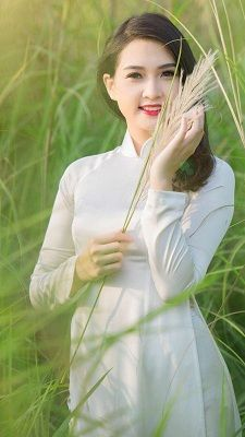 How to Get Rid of Yellow Teeth – 10 Simple tips Cute Little Girl Dresses, Cute Little Girls, Ao Dai, Vietnam Costume, Vietnamese Dress, Beautiful Asian Women, Traditional Dresses, Pretty Woman, Asian Beauty