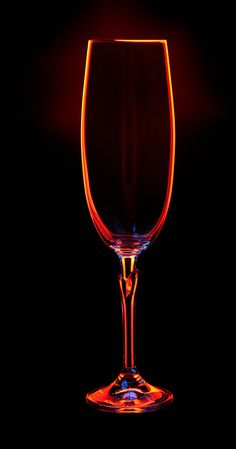 Champagne glass on dark background – Still Life Photography Glass Photography, Still Life Photography, Abstract Photography, Macro Photography, Creative Photography, Photo Macro, Wine Glass, Glass Art, Fotografia Macro
