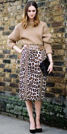 what to wear with a leopard print skirt - Ecosia London Fashion Weeks, Milan Fashion, Animal Print Fashion, Fashion Prints, Animal Prints, Fashion Styles, Fashion Models, Mode Safari, Mode Simple