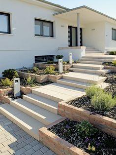 Stair steps with style - Wunderschöne Outdoor-Treppen - Paisagismo Garden Stairs, Deck Stairs, Terrace Garden, Outdoor Steps, Stair Steps, Front Steps, Home Landscaping, Backyard, Patio