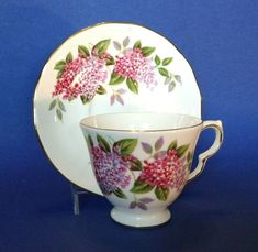Queen Anne Pedestal Tea Cup And Saucer - Red Pink And Purple Hydrangea - England Red And Pink, Red And White, Purple, White Cherry Blossom, White Cherries, Queen Anne, Pedestal, Bone China, Cup And Saucer