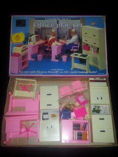 1985 Fashion Doll Office Play Set by Arco Toys, 1985 Barbie 80s, Barbie Doll House, Barbie Dream House, Barbie World, Barbie Stuff, Kickin It Old School, Barbie Playsets, Barbie Fashionista, Barbie Furniture