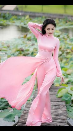 Wedding slip/Inner dress/Slip Dress/Satin Dress/Ivory slip dress/Low open back Ao Dai, Moda China, Vietnam Costume, Vietnamese Dress, Beautiful Asian Women, Sexy Asian Girls, Traditional Dresses, Asian Fashion, Beauty Full Girl