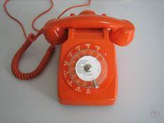 Premier téléphone orange