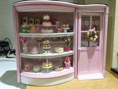 My work is done........well mine and all the wonderful food artists I have showcased in this little room box by Dolls House Emporium. It h...