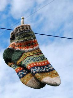 Knitting Patterns Socks Ravelry: magnusmog& Beauty in scraps Ravelry, Crochet Cardigan, Knit Crochet, Knitting Projects, Knitting Patterns, Granny Square Sweater, Lots Of Socks, Patterned Socks, Knitting Socks