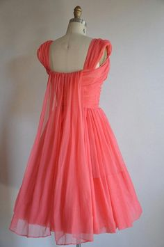 Vintage 1950s rosey pink full skirt princess dress. Lovely ruched criss cross bodice with a very lov