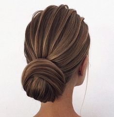 30 Wedding Bun Hairstyles ❤ wedding bun hairstyles textured elegant low bun oksana_sergeeva_stilist Bun hairstyles are the most popular wedding hairdos. They are good for different hair length. Get inspired with our collection of wedding bun hairstyles. Wedding Bun Hairstyles, Hairdo Wedding, Long Hairstyles, Elegant Hairstyles, Wedding Bride, Dress Wedding, Pretty Hairstyles, Bridal Hair Updo Elegant, Bridesmaid Hair Updo Elegant