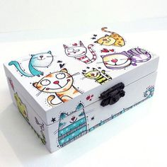 Caja Gatitos multicolor Decoupage Box, Decoupage Vintage, Painted Wooden Boxes, Wood Boxes, Diy Gift Box, Diy Box, Wood Crafts, Diy And Crafts, Cigar Box Crafts