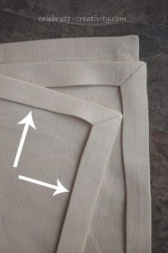 Mitered corners on linen napkins, great tutorial on cutting and sewing napkins in linen. Mitered corners on linen napkins, great tutorial on cutting and sewing napkins in linen. Sewing Hacks, Sewing Tutorials, Sewing Crafts, Sewing Tips, Sewing Ideas, Techniques Couture, Sewing Techniques, Diy Couture, Leftover Fabric