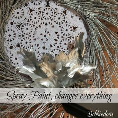 Spray paint nature, leaves, decorating with natural elements for the Holidays. Cute Crafts, Decor Crafts, Crafts To Make, Aqua Christmas, All Things Christmas, Leaf Crafts, Dollar Tree Crafts, Crafty Craft, Christmas Inspiration
