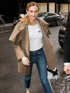 Star Tracks: Thursday, March 31, 2016 | DENIM DARLING | Diane Kruger opts for a casual-chic ensemble while stopping by Paris's 'RTL' radio station on Wednesday.