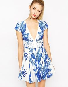 Stylestalker - Blue Me Away - Robe imprime a encolure plongeante chez ASOS mode femme fashion