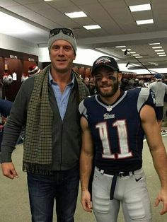 Drew Bledsoe in the Patriots locker room with Julian Edelman after game win against the Dolphins celebrating the team's consecutive AFC East Champs title! ( wearing the number proud. Well done man. Congrats on another AFC East Championship. New England Patriots Apparel, New England Patriots Merchandise, Patriots Team, New England Patriots Football, Julian Edelman, Best Football Team, Football Players, Football Memes, Drew Bledsoe