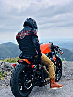 883 Harley, Harley Davidson Sportster 883, Harley Bobber, Harley Bikes, Harley Davidson Motorcycles, Custom Motorcycles, Street Motorcycles, Iron 883 Bobber, Sportster 883 Iron