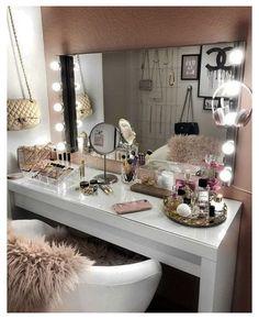 Makeup Vanity Case, Makeup Vanity Decor, Makeup Vanities, Makeup Desk, Makeup Room Decor, Makeup Rooms, Diy Makeup, Lights Around Mirror, Make Up Organizer