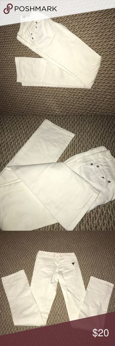 Guess white jeans Only worn twice. Beautiful pair of jeans. Unfortunately, they don't fit me anymore. Jeans Straight Leg