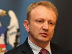 Dragan Đilas je smenjen sa mesta gradonačelnika Beograda. Đilas je smenjen na tajnom glasanju sa 60 glasova 'za' odbornika SNS, DSS, SPS-JS i PUPS.