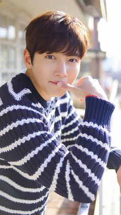 Ji Chang-wook (born July is a South Korean actor. He rose to fame playing the leading role of Dong-hae in daily drama series Smile Again and has since had roles in Warrior Baek Dong-soo and Empress Ki Ji Chang Wook 2017, Ji Chang Wook Smile, Ji Chang Wook Healer, Ji Chan Wook, Hot Korean Guys, Korean Men, Asian Actors, Korean Actors, Korean Celebrities