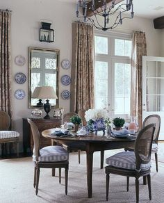 Interior design is an investment, and designer Cathy Kincaid's interiors are created to last a lifetime. I absolutely adore her timeless classic style! The other day I was perusing her glorio… Traditional Decor, Traditional House, Wabi Sabi, Home Interior Design, Interior Decorating, Decorating Ideas, Decor Ideas, French Country Kitchens, Country French