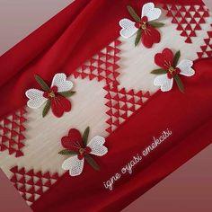 Görüntünün olası içeriği: 1 kişi Source by mkullebi Advertising And Promotion, Advertising Design, Knitted Shawls, Knitted Poncho, Chicken Scratch, Bargello, Knitting Socks, Hand Embroidery, Tatting