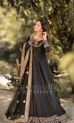 Girls Frock Design, Fancy Dress Design, Bridal Dress Design, Stylish Dress Designs, Designs For Dresses, Pakistani Wedding Outfits, Pakistani Dresses Casual, Indian Fashion Dresses, Pakistani Dress Design