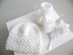 Ensemble bonnet et chaussons blancs Astrakan faits main