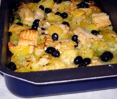 Baked cod with potatoes, onions and black olives is a rustic recipe and . - Baked cod with potatoes, onions and black olives is a rustic and delicate recipe from the Christmas - Salmon Recipes, Veggie Recipes, Seafood Recipes, Vegetarian Recipes, Seafood Dinner, Fish And Seafood, Salmon Pasta, Baked Cod, Slow Food