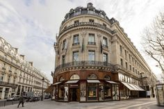Situated between Boulevard Haussmann and Place Vendôme, Bucherer Paris is at the very heart of the so-called Triangle d'Or of haute horlogerie. The elegant building on the corner of Boulevard des Capucines is classified as a monument historique and is one of the landmarks of the Opéra district. Bucherer Paris is the world's largest watch and jewellery store. Street View, Paris City, City Style, Pisa, Worlds Largest, Building, Lighthouse, Triangle, Tower