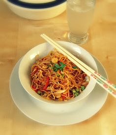 Veg Chow mein Noodles ~ A Popular Indo-Chinese Dish Vegetarian Chow Mein Recipe, Vegetarian Meals, Traditional Chinese Food, Salsa, Eating Plans, Nutritious Meals, Healthy Recipes, Keto Recipes, Healthy Food