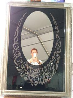 Ahu hanımın eseri aynanın etrafında La İlahe İllalallah muhammedrasullallah(sav) yazmaktadır