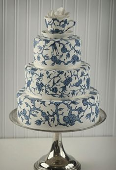 Planning a garden party themed wedding? This blue willow pattern takes the cake! Cake by Layers Cake Design. Blue And White China, Blue China, New Blue, Unique Wedding Cakes, Wedding Cake Designs, Unique Weddings, Indian Weddings, Gorgeous Cakes, Pretty Cakes