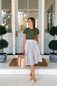 Gal Meets Glam Daily Look featuring Julia wearing a Liana clothing T-shirt, Wiggy Kit skirt, Amanda Lindroth bag, an Le Monde Beryl mules. Style Outfits, Mode Outfits, Fashion Outfits, Casual Skirt Outfits, Style Clothes, Simple Summer Outfits, Spring Outfits, Church Outfit Summer, Summer Teacher Outfits