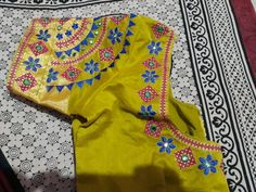 Hand Embroidery Dress, Embroidery Neck Designs, Aari Embroidery, Bead Embroidery Patterns, Embroidery Works, Best Blouse Designs, Sari Blouse Designs, Designer Blouse Patterns, Bridal Blouse Designs