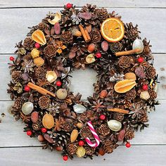 Luxury Christmas wreath made from natural materials including cocoa beans, badian, cinamon, nuts and other beatiful dried things. Diameter cca 31 cm.  retro-design / Luxusný Vianočný Veniec