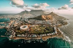 Fun things to do, places to visit and must-see attractions in Cape Town. Everything from shopping, outdoors and culture to nightlife.