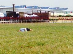 何しろ婦警さんが芝生で昼寝しているくらい暇。いや、暇なんだろうがそれはどうなんや