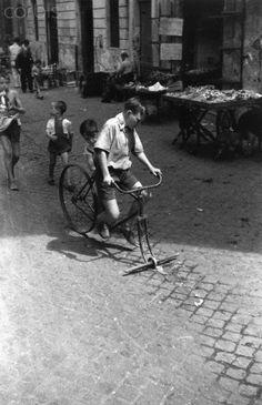 Federico Patellani Bicycle Without Front Wheel 1945    #TuscanyAgriturismoGiratola