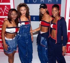 Hip-hop musicians and groups had a huge influence on fashion during the They promoted labels and advertised with their outfits. Above is an image of Destiny's Child promoting Tommy Hilfiger jeans. 1990s Fashion Trends, Fashion Guys, Early 2000s Fashion, 90s Fashion Grunge, Hip Hop Fashion, Fashion Outfits, Child Fashion, Fashion 2017, 1990s Fashion Women