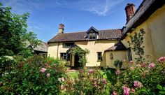 Woodfarm House & Barns - Sleeps 7 + 6x2 (19) - Stowmarket Suffolk - self catering in East Anglia. The Hen House- fabulous hen party accommodation and amazing wedding venues. http://www.henpartyvenues.co.uk/cottage/suf4003/Stowmarket/Woodfarm-House-amp-Barns/