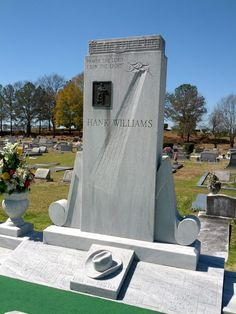 Hank Williams - Country Music Legend, Singer/Songwriter - Oakwood Annex Cemetery, Montgomery, AL Cemetery Monuments, Cemetery Headstones, Old Cemeteries, Cemetery Art, Graveyards, Oakwood Cemetery, Unusual Headstones, Famous Tombstones, Famous Graves