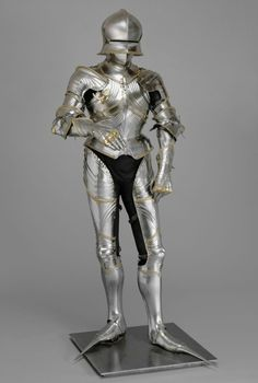 Another armor in classic Gothic style belonging to Emperor Maximilian I, attributed to Lorenz Helmschmid, Germany, Augsburg, ca. housed at the Kunsthistorisches Museum. Medieval Knight, Medieval Armor, Medieval Fantasy, Arm Armor, Body Armor, Kaiser Maximilian, Kunsthistorisches Museum Wien, Types Of Armor, Armadura Medieval