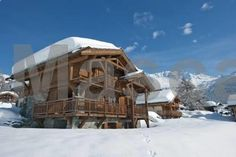 Chalet Dunmore Verbier Chalet Dunmore offers accommodation in Verbier, 500 metres from Ski Lift Le Moulins. The property boasts views of the mountain and is 900 metres from Ski Lift Le Rouge.