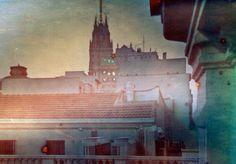 Torre de Telefónica y tejados de la Gran Vía, Madrid., via Flickr. Diego López Calvin©  #solarigrafia #solargraphy #pinholephotography #fotografiaestenopeica #pinhole #estenopeica #longexposure #largaexposicion #madrid #visualart #solargraph