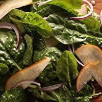 Pear and Spinach Salad by Chow