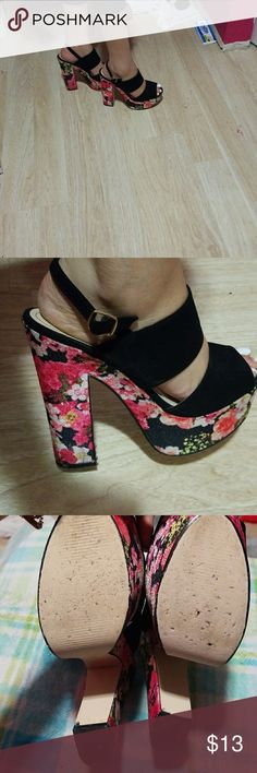 Floral colorful heels Beautiful heels floral, just with a few scratches on the side they are size 10 but they run really small im 8.5 as you can see almost fit me .... Rouge Helium Shoes Heels
